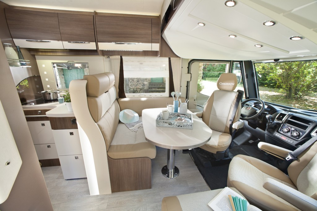 Chausson exaltis french class a for Camion americain interieur